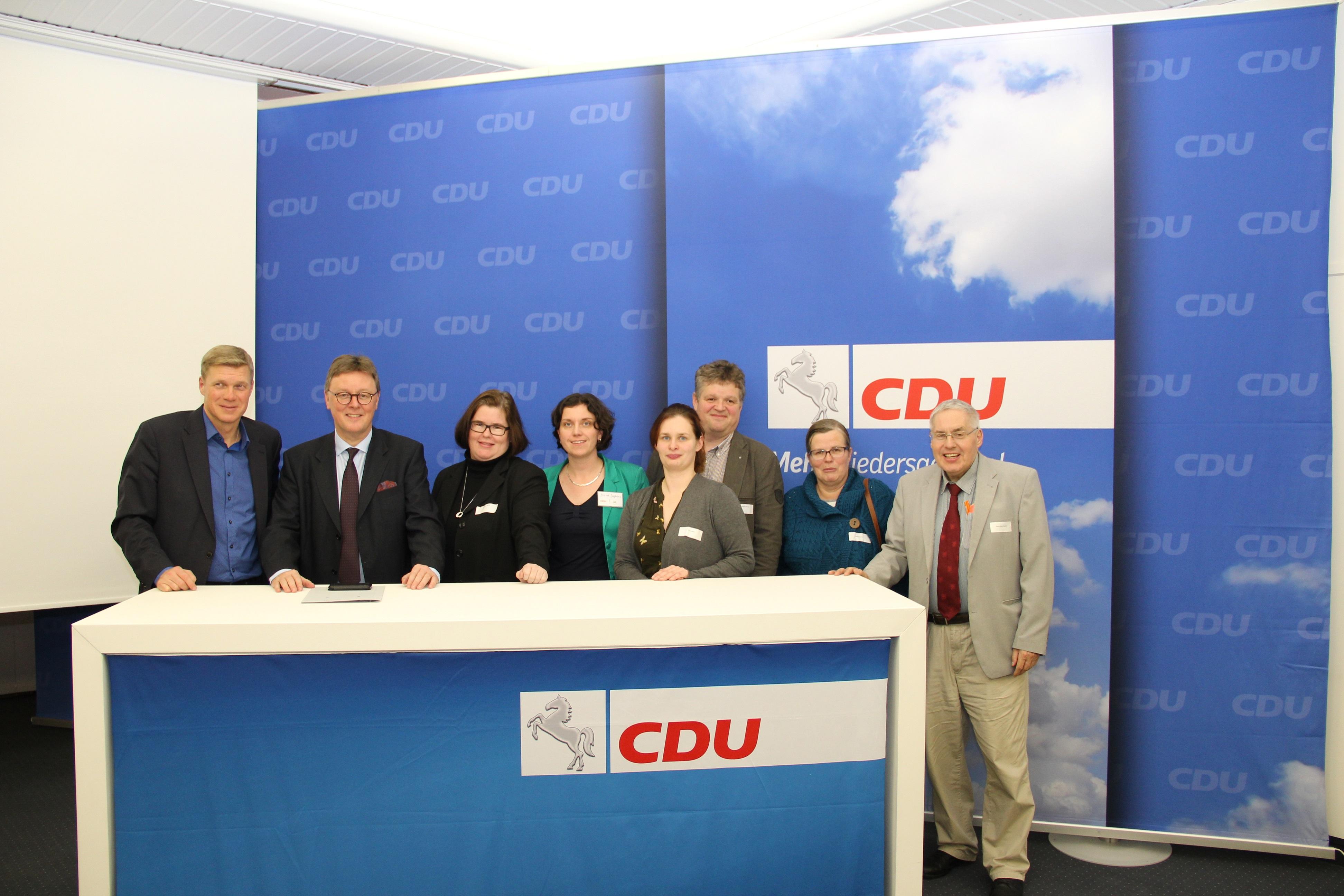 Foto: von links Generalsekretär Ulf Thiele, MdL, Michael Grosse-Brömer MdB, Cordula Görig, Diana Diephaus aus Vechta, Lara Lührs, Henning Buchholz, Ulrike Oelsner, Hans-Ulrich Püschel.